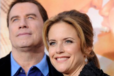 """Kelly Preston and John Travolta attend her movie premiere """"The last song"""" In Los Angeles on March 25, 2010."""