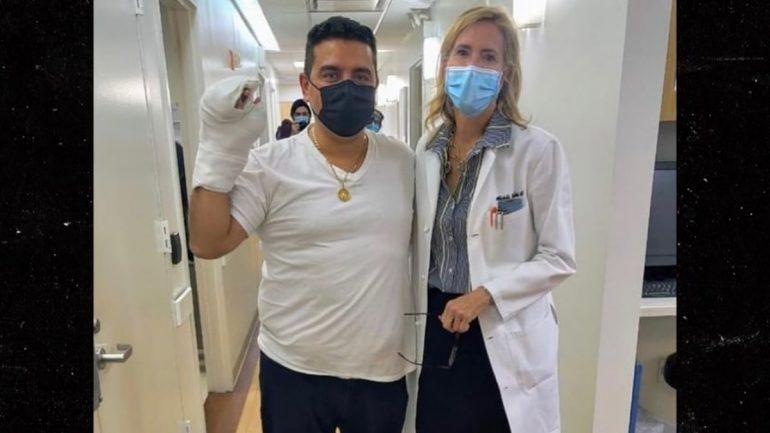 """Cake Boss"" Buddy Valastro bakes a hospital shaped cake to thank the doctors"