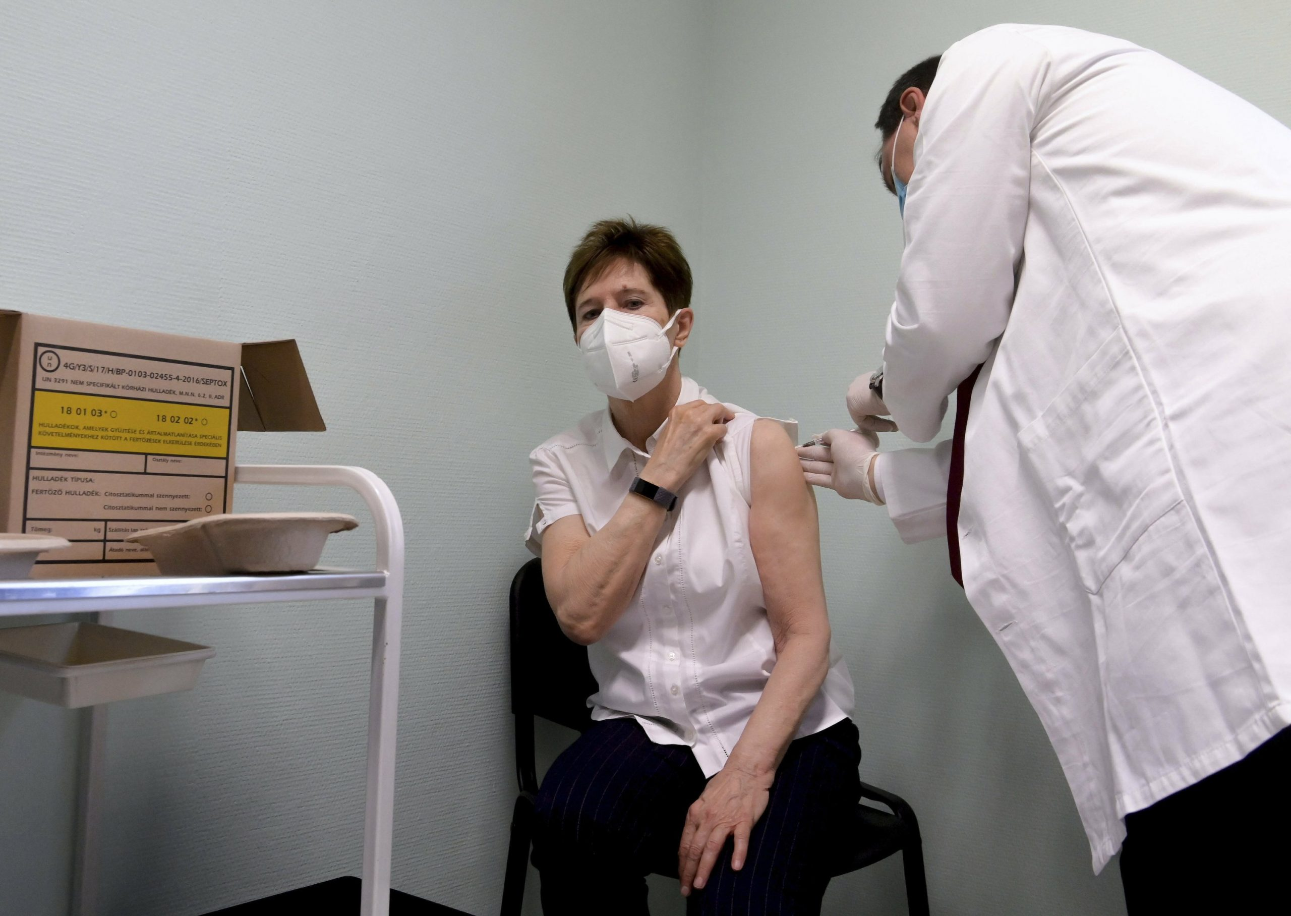 Hungary gives its first vaccine a day before the European Union launch