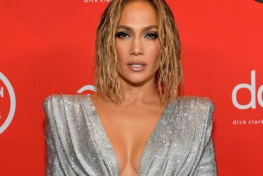 Jennifer Lopez wears green low-cut swimsuit on a final vacation on the island