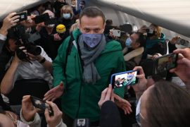Alexei Navalny leaves Germany on a plane for Russia, five months after he was poisoned