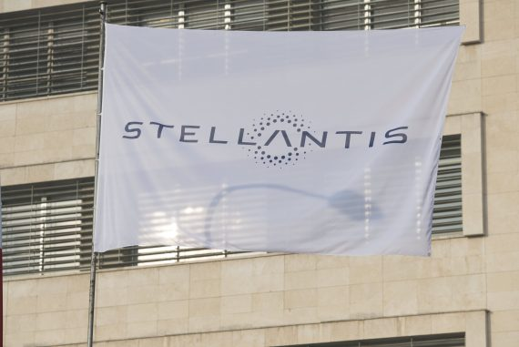 Stellantis rises on its first day of trade after merging $ 52 billion