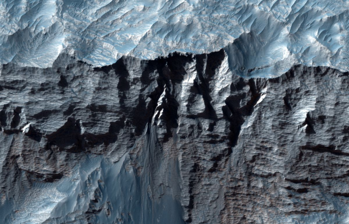 The largest valley in the solar system revealed in stunning new photos
