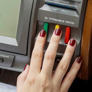 Парламент України нарешті припинив багаторазове голосування