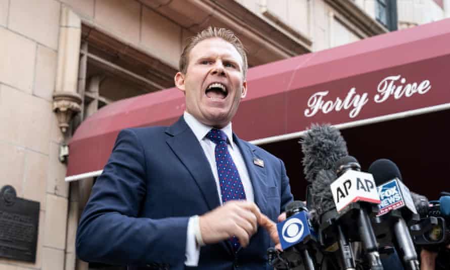 Ендрю Джуліані засуджує рейд, який відбувся біля будинку його батька в Нью-Йорку минулого тижня.