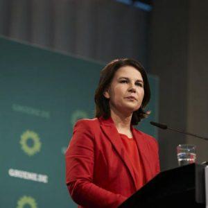Лідер німецької партії зелених Бербок вказує на постмирну зміну зовнішньої політики - EURACTIV.com