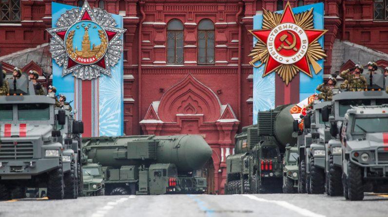 Росія розгортає свої військові сили до Дня Перемоги на тлі напруженості із Заходом |  Голос Америки