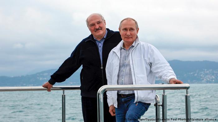 Володимир Путін (праворуч) та Олександр Лукашенко в Сочі 29 травня 2021 року