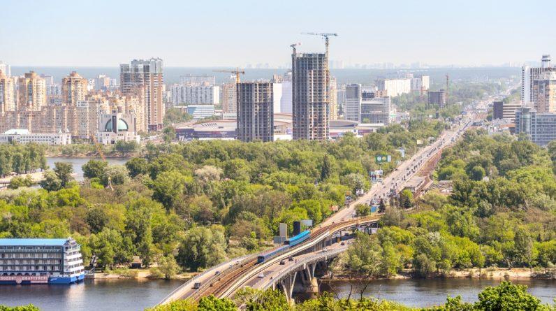 """Проект """"великого будівництва"""" українського президента стикається з проблемами"""