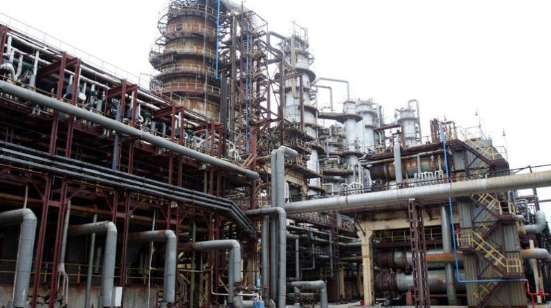 """Російські енергетичні компанії припинили постачання нафти на НПЗ """"Нефтан"""" у Білорусі через санкції США"""