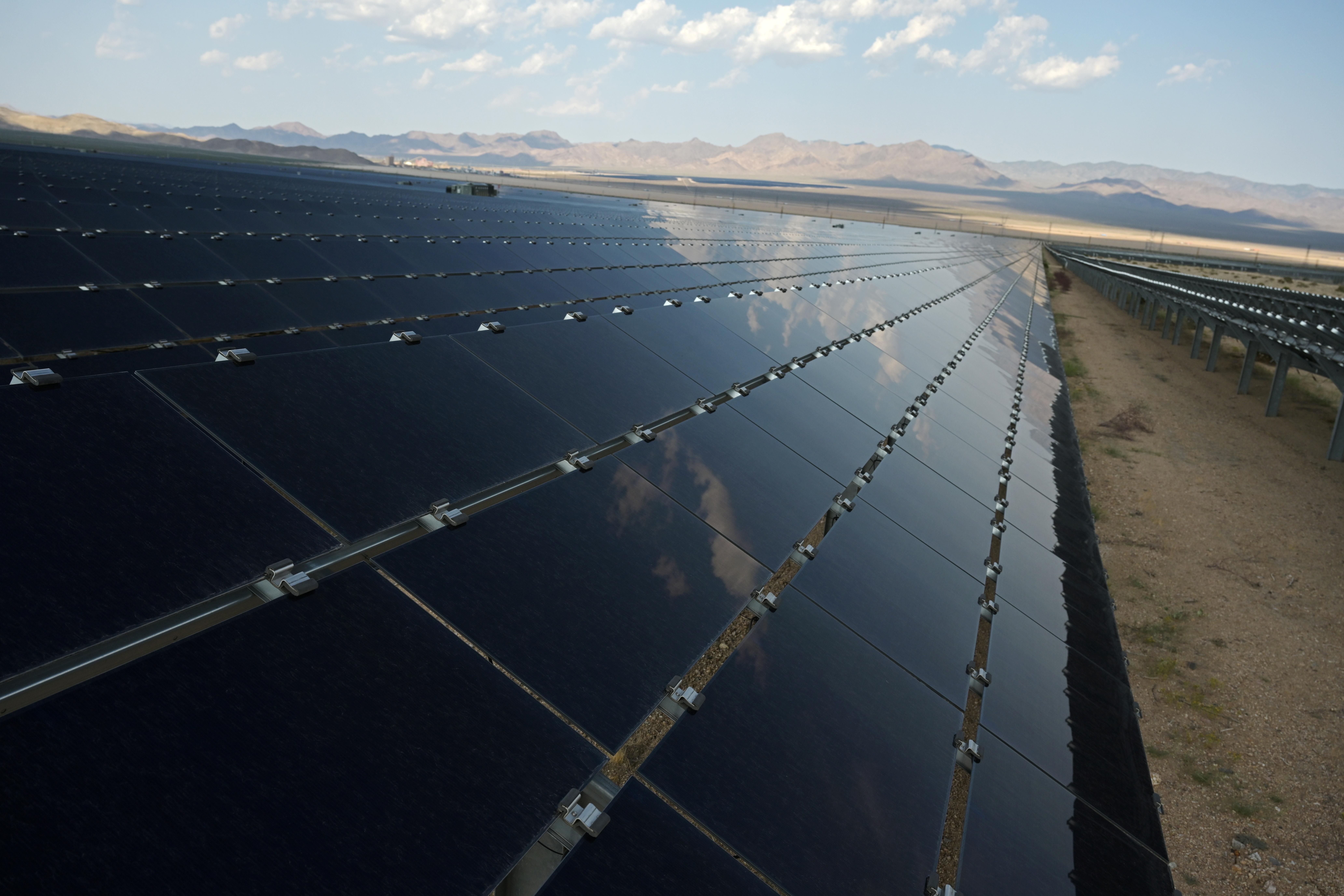 Панелі сонячних батарей у проекті
