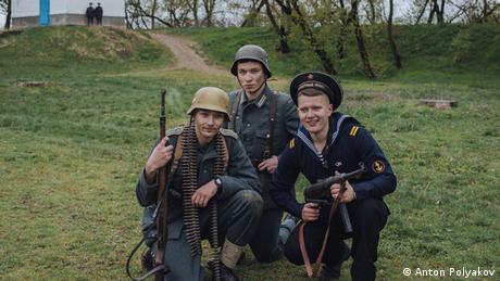 Троє солдатів зі своїми рушницями