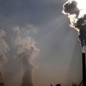 Китай, який страждає від палива, дивиться на США, Європа-на плани допомоги